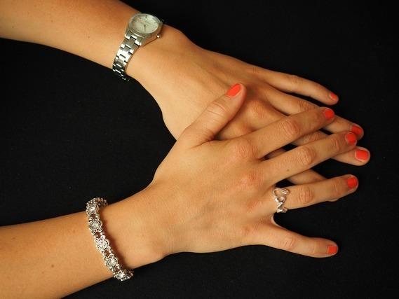 バングルと腕時計