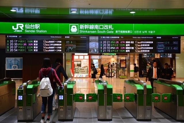 新幹線改札の風景