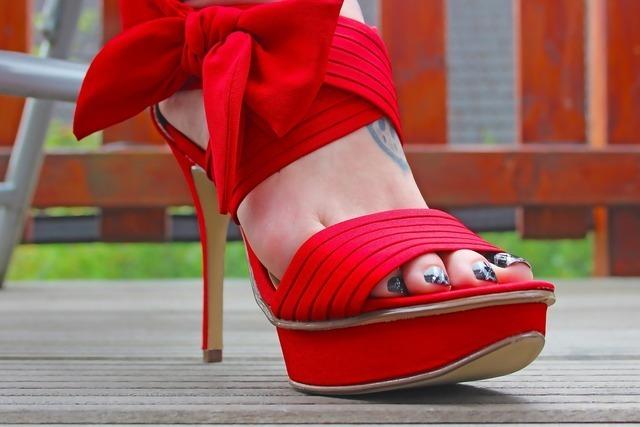 サンダル履きの女性