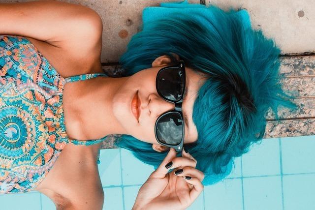 青い髪の毛