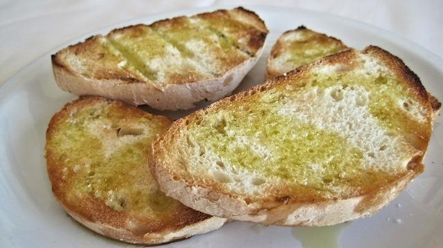 シンプルなガーリックトースト