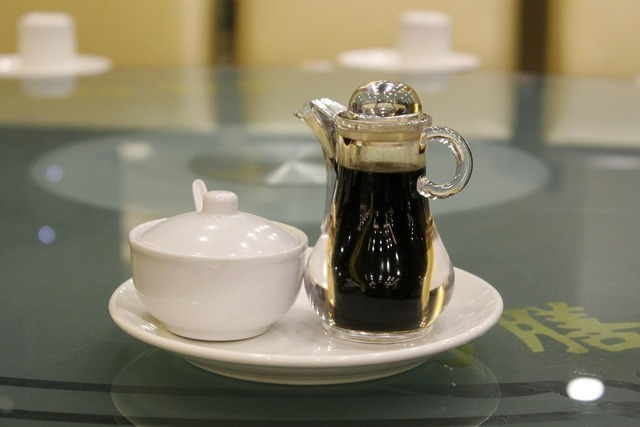 テーブルに乗った醤油