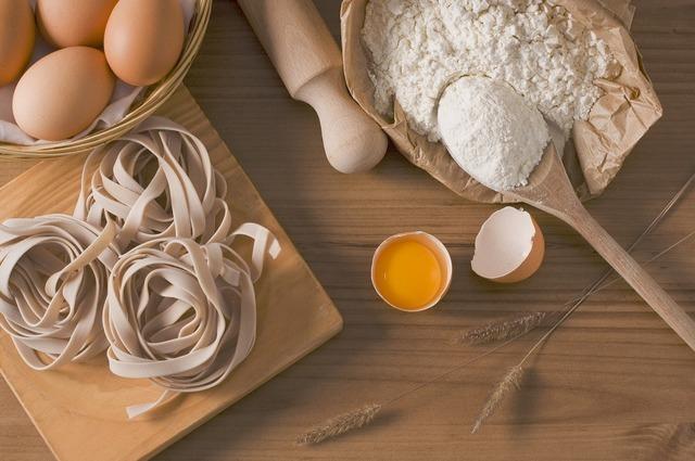 小麦粉などの材料