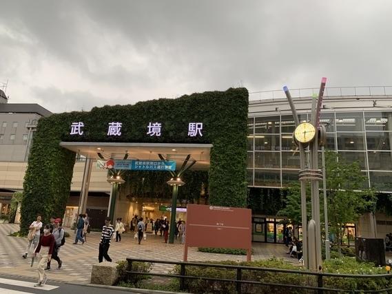 武蔵境駅入り口