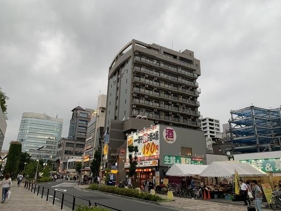 武蔵境駅前にある業務スーパー