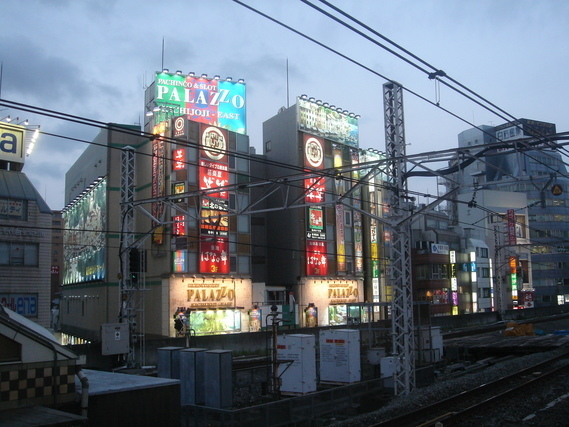 吉祥寺駅から見た街並み