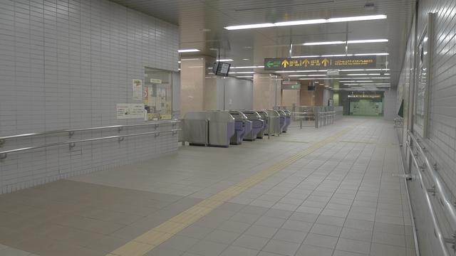地下改札の風景