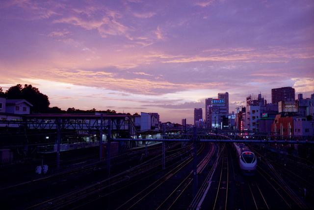 夕暮れ時の鶯谷駅