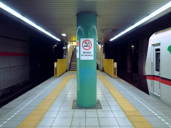 泉岳寺駅のホーム