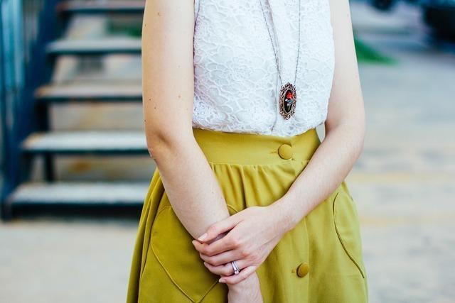 黄緑のスカート