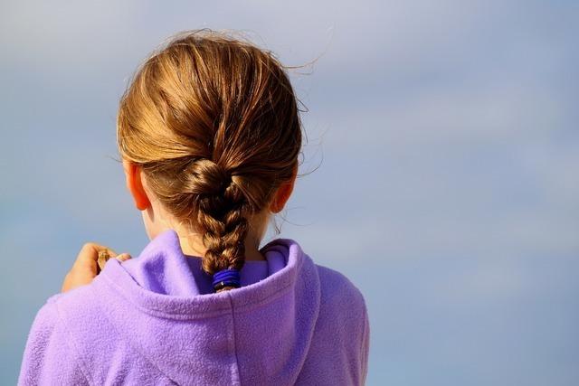 前髪サイド三つ編み