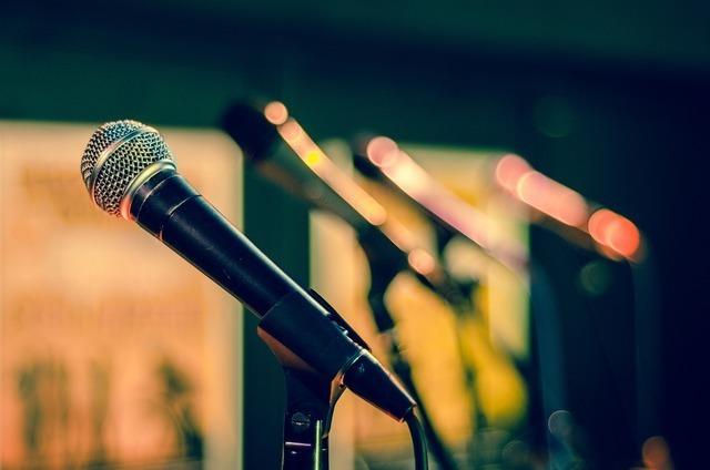 歌っている