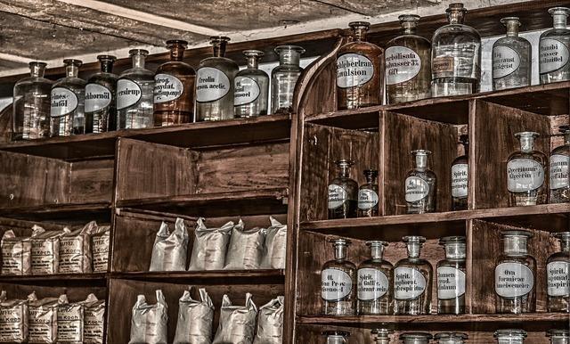 瓶が並んだ棚
