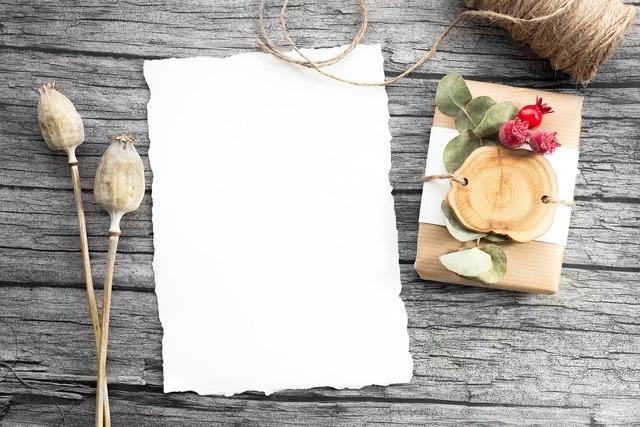 シンプルな包装紙