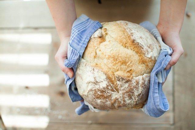 パンを持つ