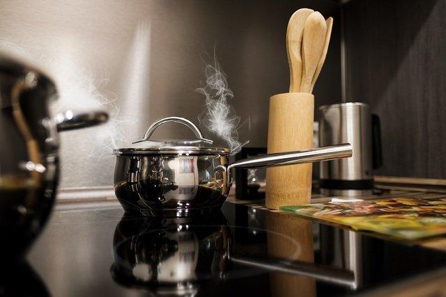 加熱される鍋