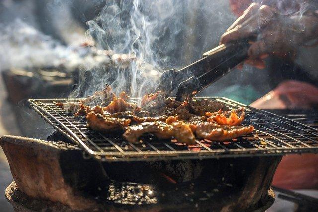 スペアリブを焼いているイメージ画像