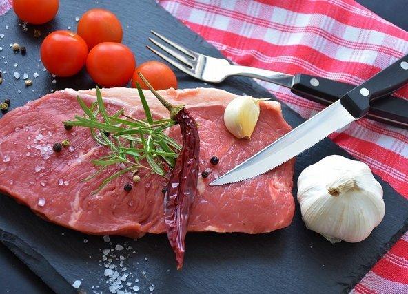 ナイフと牛肉
