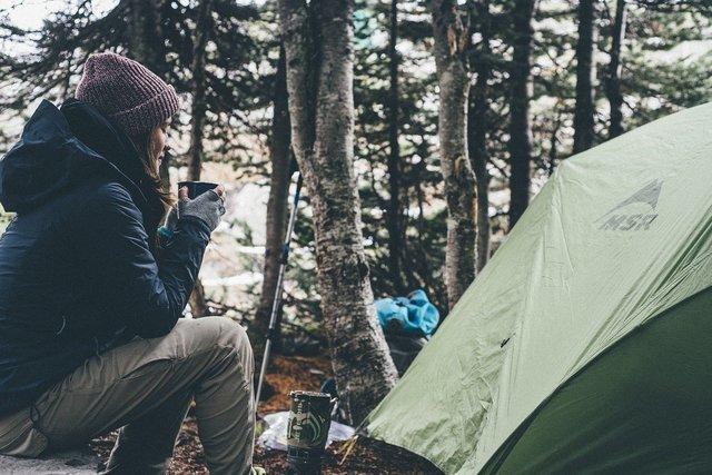 キャンプ中の人