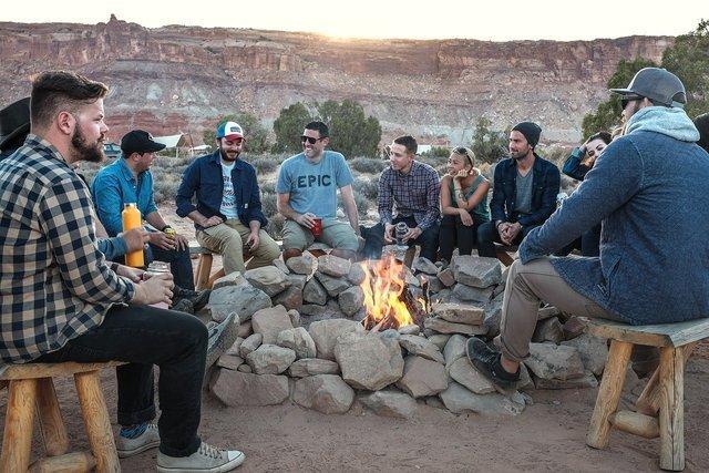 キャンプ中の人々