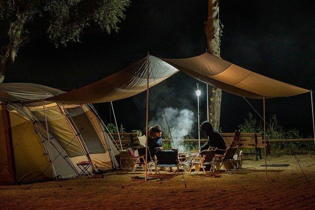 テントを張ったキャンパー達