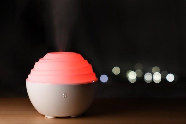 赤いライトの加湿器