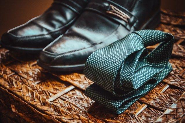 革靴とネクタイ