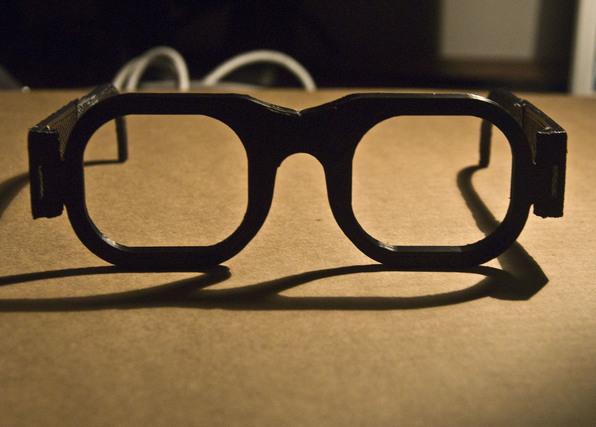 正面から見たメガネ