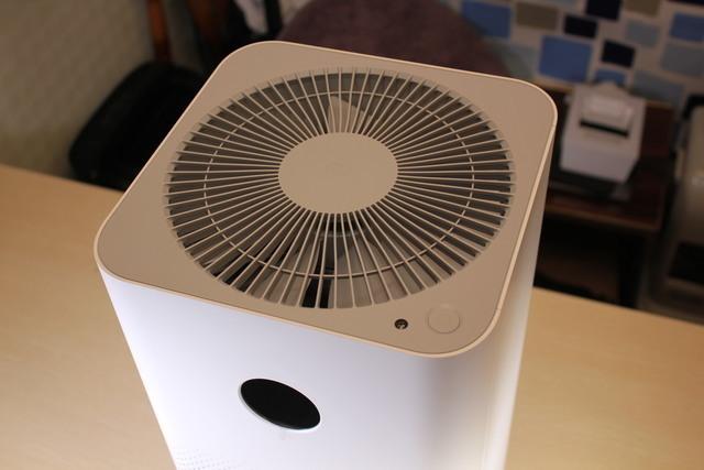 小型の空気清浄機