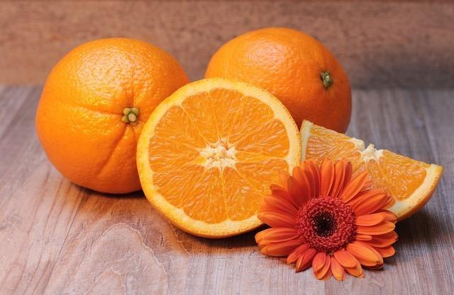 オレンジ色