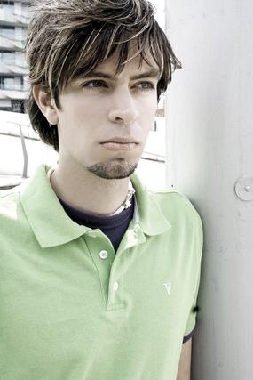 グリーンのポロシャツ