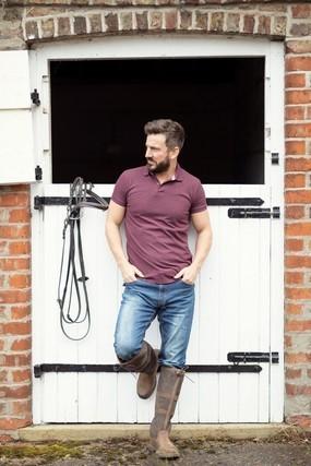 ポロシャツの男性