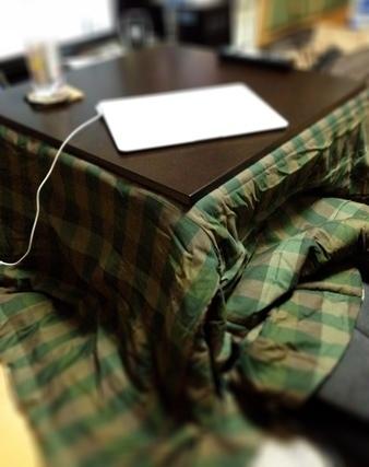 緑布団のこたつ