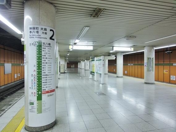 新宿三丁目駅のホーム