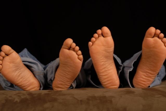 2人の子供の足の裏画像