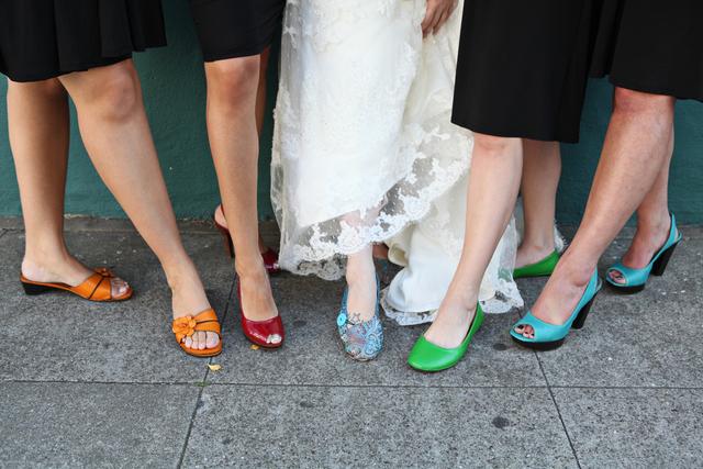 5人の女性の足元画像