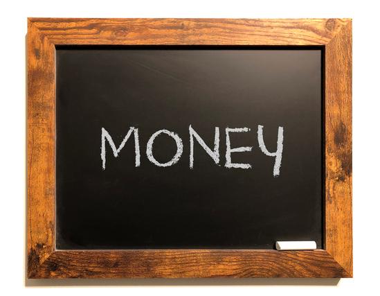 moneyと書かれた黒板