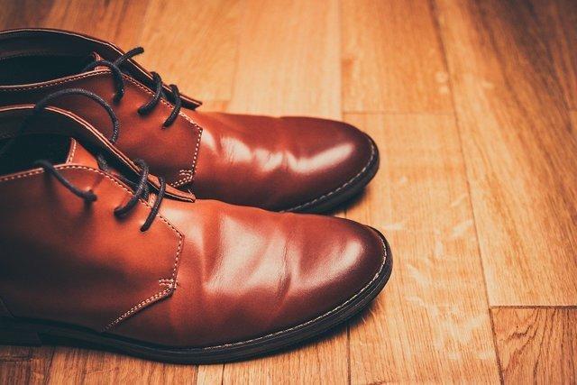 シンプルな革靴