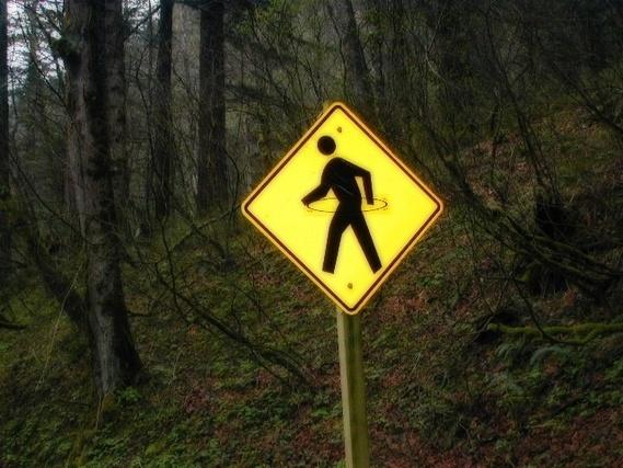 フラフープを回しているような標識