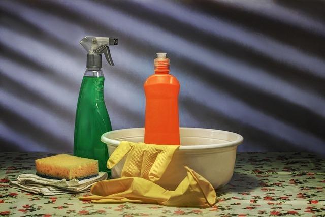 洗剤と洗面器