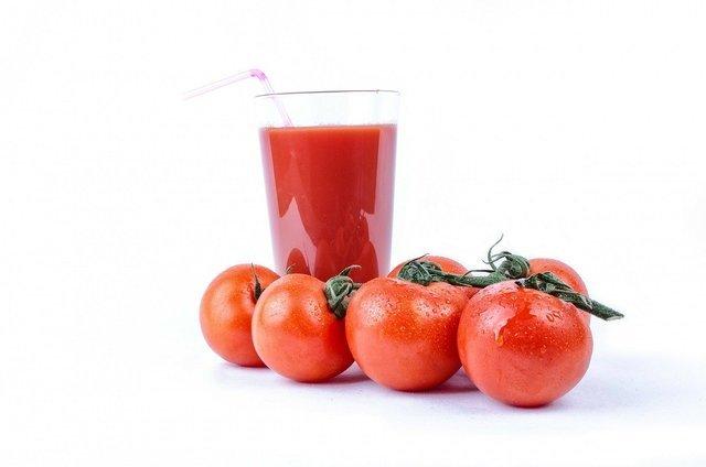真っ赤なトマトジュース