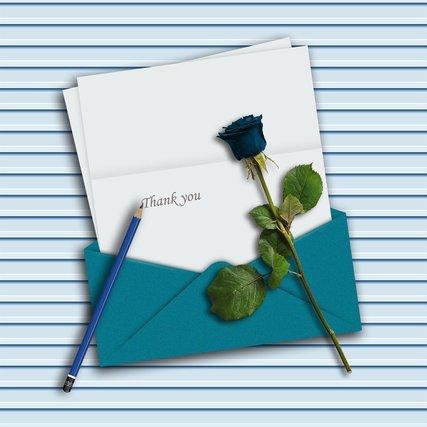 手紙と添えられた青いバラ