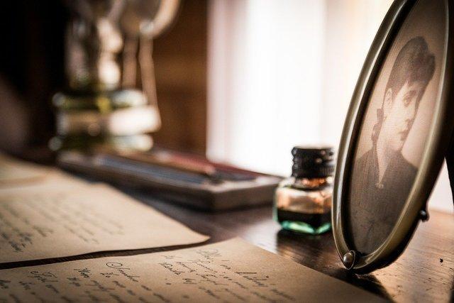 机の上の書きかけの手紙
