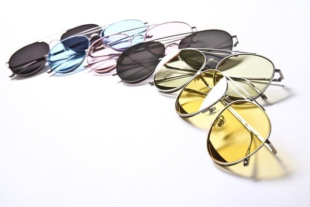 色々なカラーのサングラス
