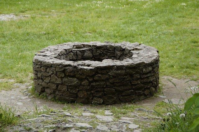 石で作られた井戸