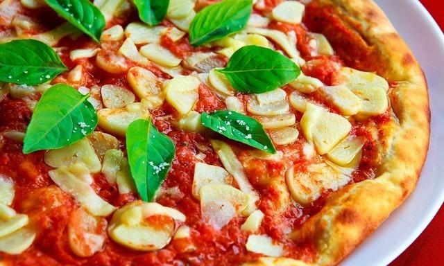 にんにくたっぷりのピザ