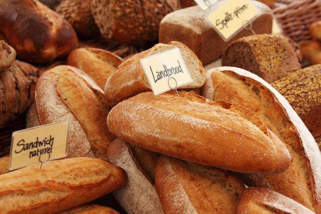 山積みパン
