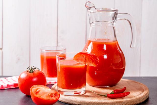 ピッチャーとトマトジュース