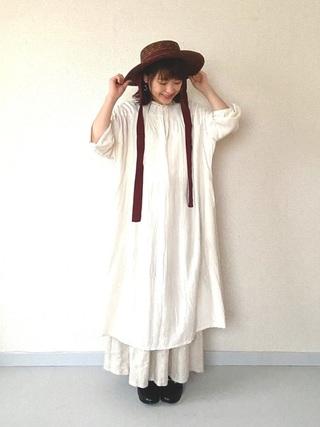ワンピース×白スカート