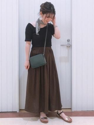 アシメT×ブラウンスカート